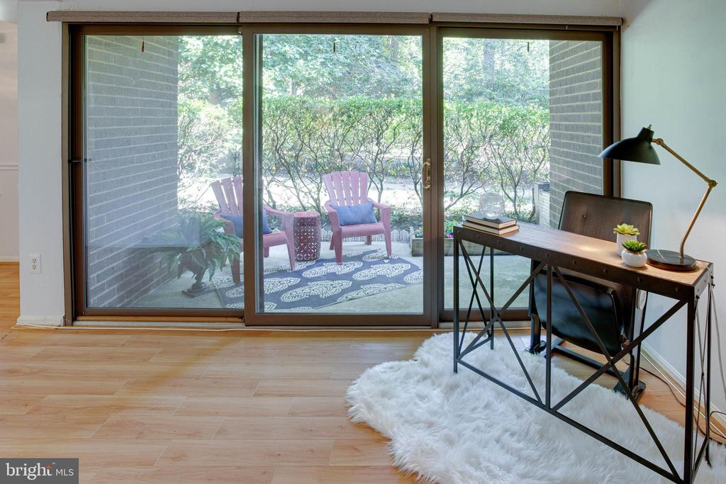 Patio is perfect for entertaining or unwinding. - 9802 KINGSBRIDGE DR #001, FAIRFAX