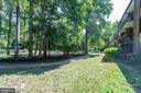 Trail behind home leads to the pool & club house - 9802 KINGSBRIDGE DR #001, FAIRFAX