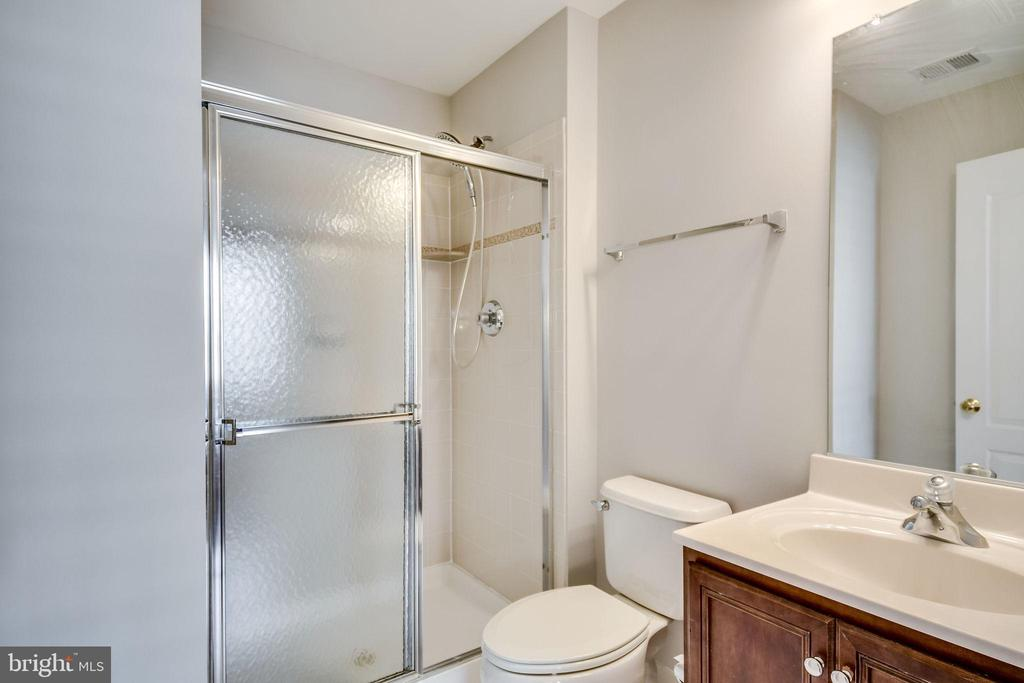 En Suite Bath - 25973 STINGER DR, CHANTILLY