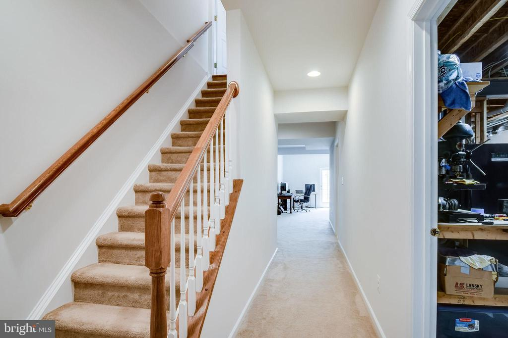 Staircase to Lower Level - 25973 STINGER DR, CHANTILLY