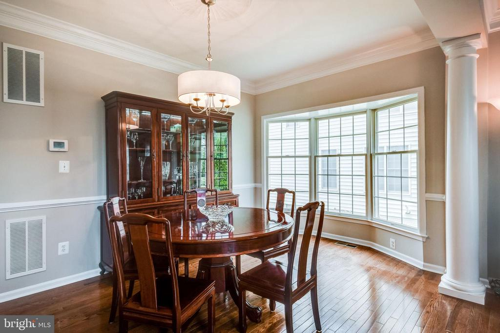 Bay Window Extends Dining Rm - 25973 STINGER DR, CHANTILLY