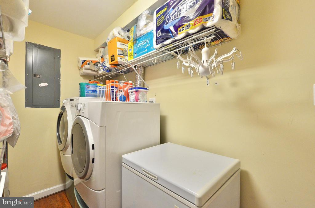 Lower level laundry room - 46521 HOLLYMEAD PL, STERLING