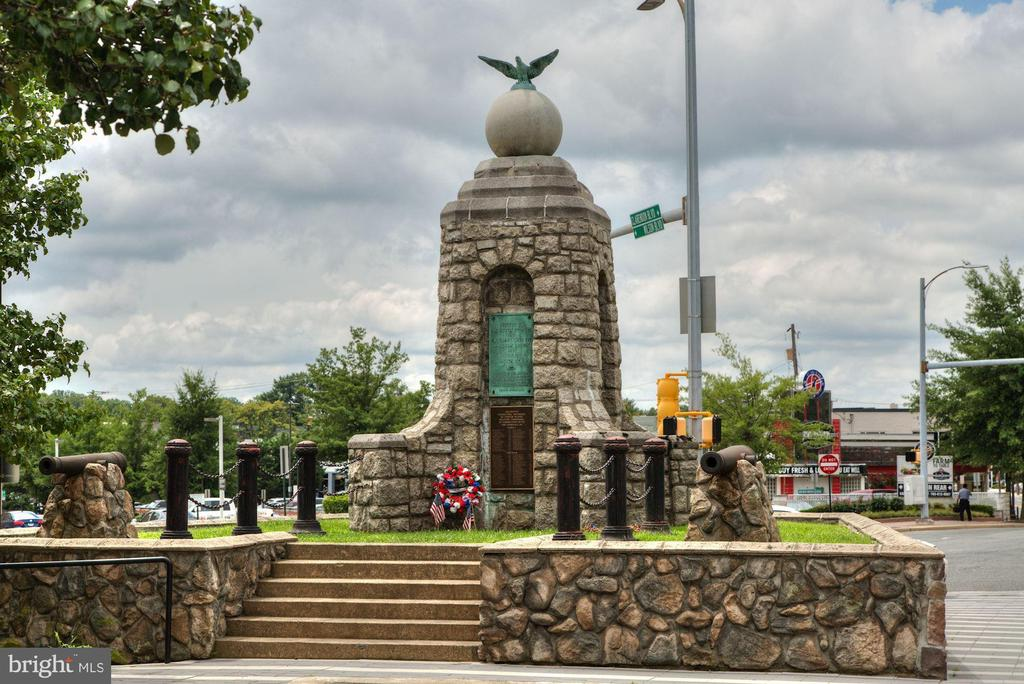 Local Landmark! - 1020 N HIGHLAND ST #821, ARLINGTON