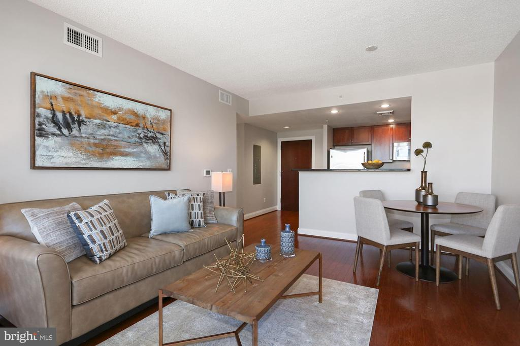 Wood Floors Throughout! - 1020 N HIGHLAND ST #821, ARLINGTON