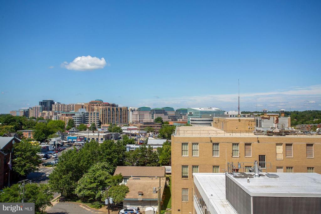 View Over Arlingto Rooftops! - 1020 N HIGHLAND ST #821, ARLINGTON