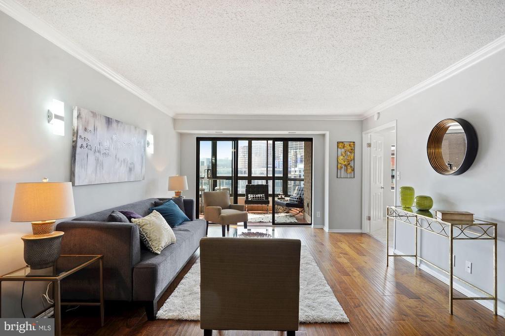 Excellent living space! - 1600 N OAK ST #1716, ARLINGTON