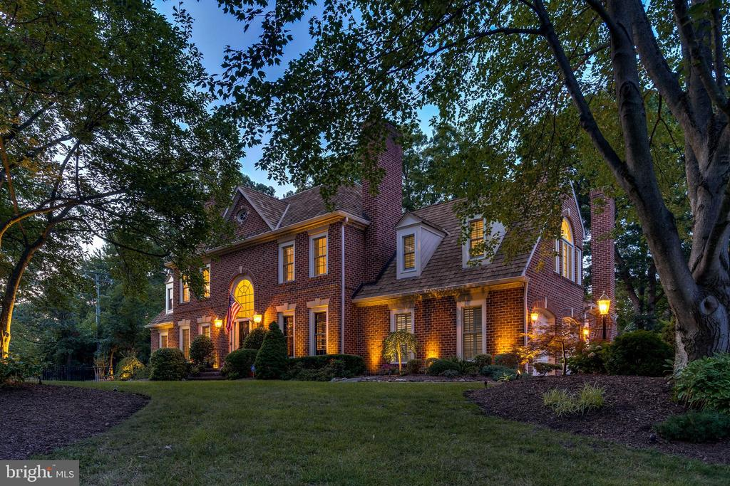 Grand corner lot in 'Wycliffe on the Potomac' - 3812 WASHINGTON WOODS DR, ALEXANDRIA