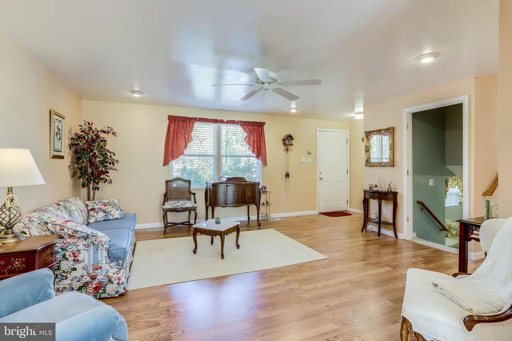 Great light from window and recessed lighting - 128 N GARFIELD RD, STERLING