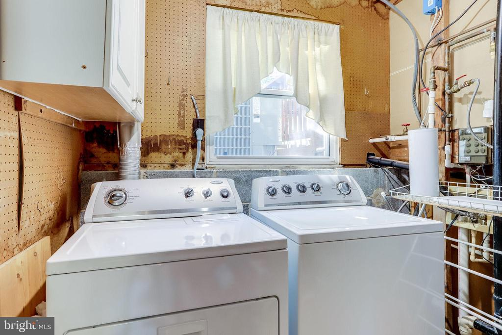 Lower level laundry with window - 128 N GARFIELD RD, STERLING
