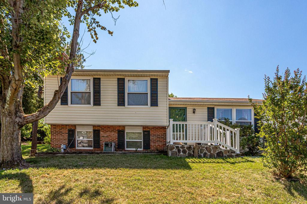 Welcome to this split level home in Sterling - 128 N GARFIELD RD, STERLING