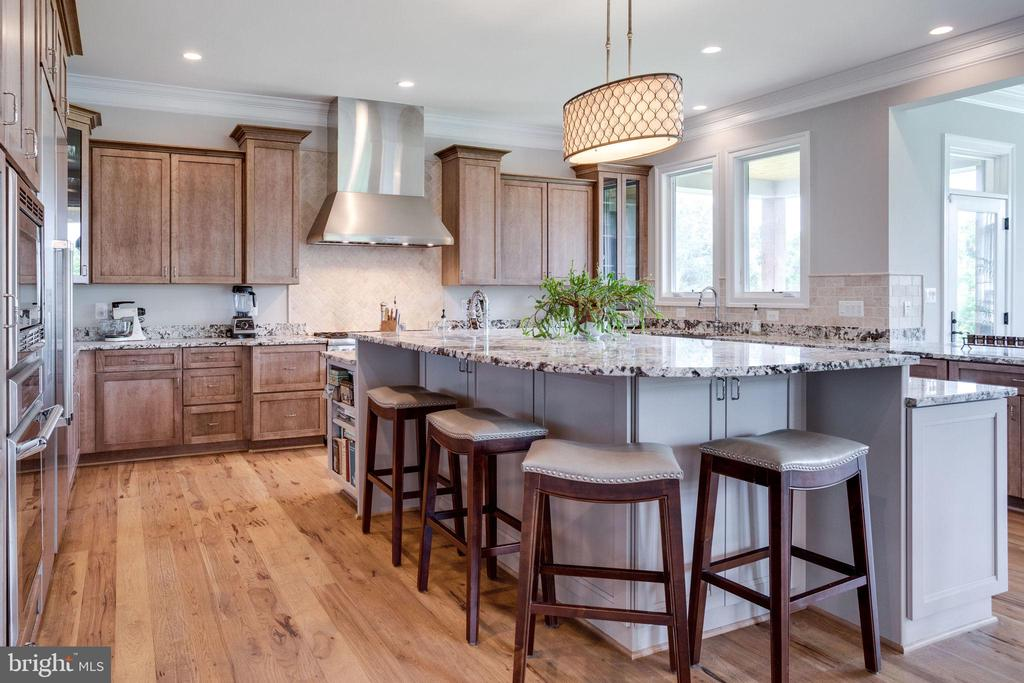 Kitchen w/Cherry Cabinets-Island w/Maple Cabs - 41820 RESERVOIR RD, LEESBURG