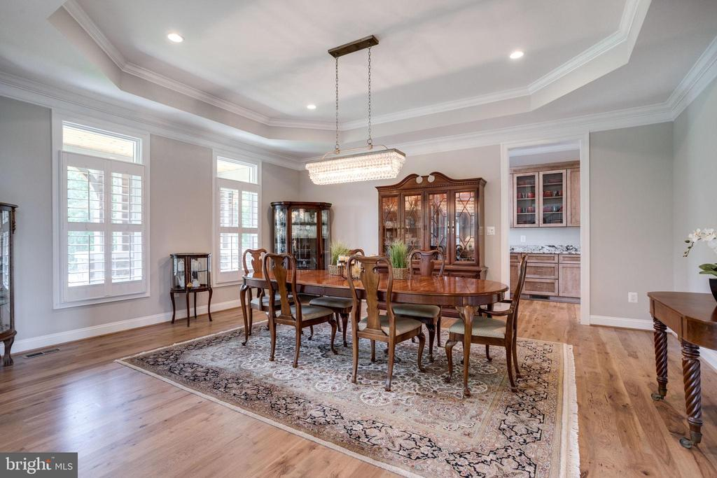 Dining Room with Butlers Pantry - 41820 RESERVOIR RD, LEESBURG