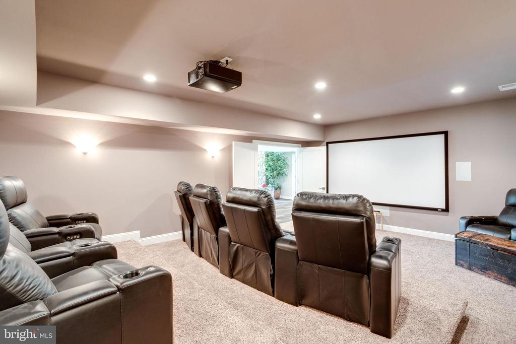 Theatre w/Tiered Seating - 41820 RESERVOIR RD, LEESBURG