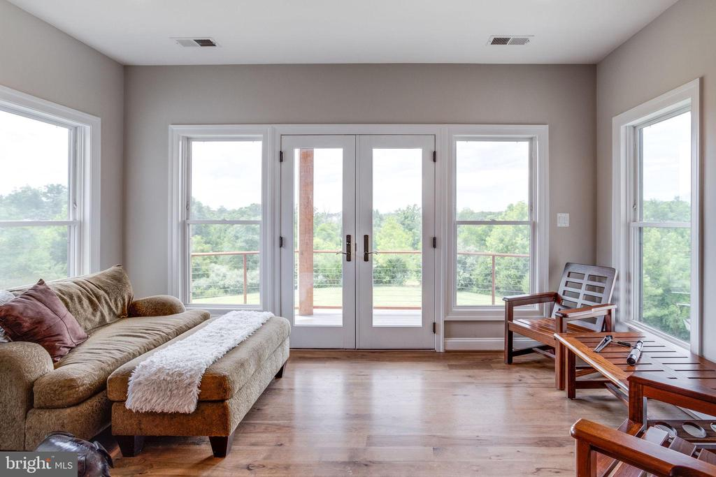 Master Suite w/Sitting Room and Private Balcony - 41820 RESERVOIR RD, LEESBURG