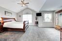 Master Bedroom with Vaulted Ceilings - 26048 IVERSON DR, CHANTILLY