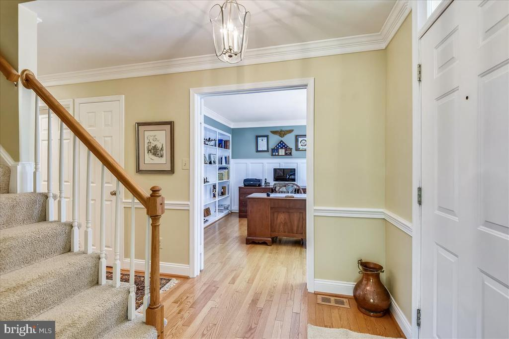 Foyer and mail level study - 14826 HUNTING PATH PL, CENTREVILLE