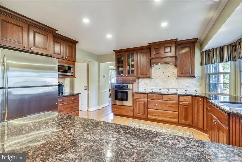 Miele, Thermador and Wolf appliances! - 14826 HUNTING PATH PL, CENTREVILLE