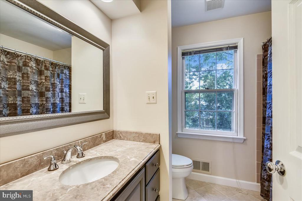 2 vanities and separate WC and shower. - 14826 HUNTING PATH PL, CENTREVILLE