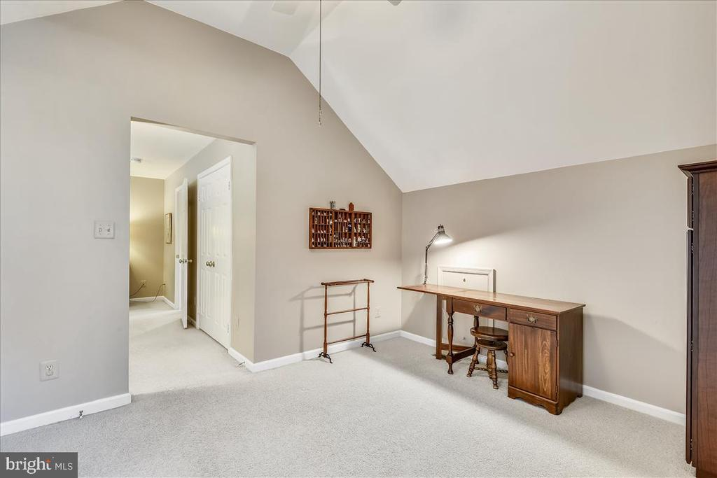 Sitting room, study or den off of Owners suite. - 14826 HUNTING PATH PL, CENTREVILLE