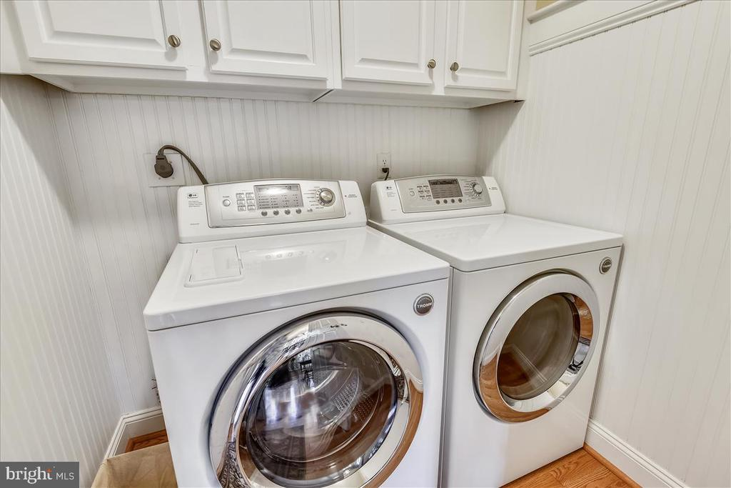 Laundry room with beadboard walls - 14826 HUNTING PATH PL, CENTREVILLE