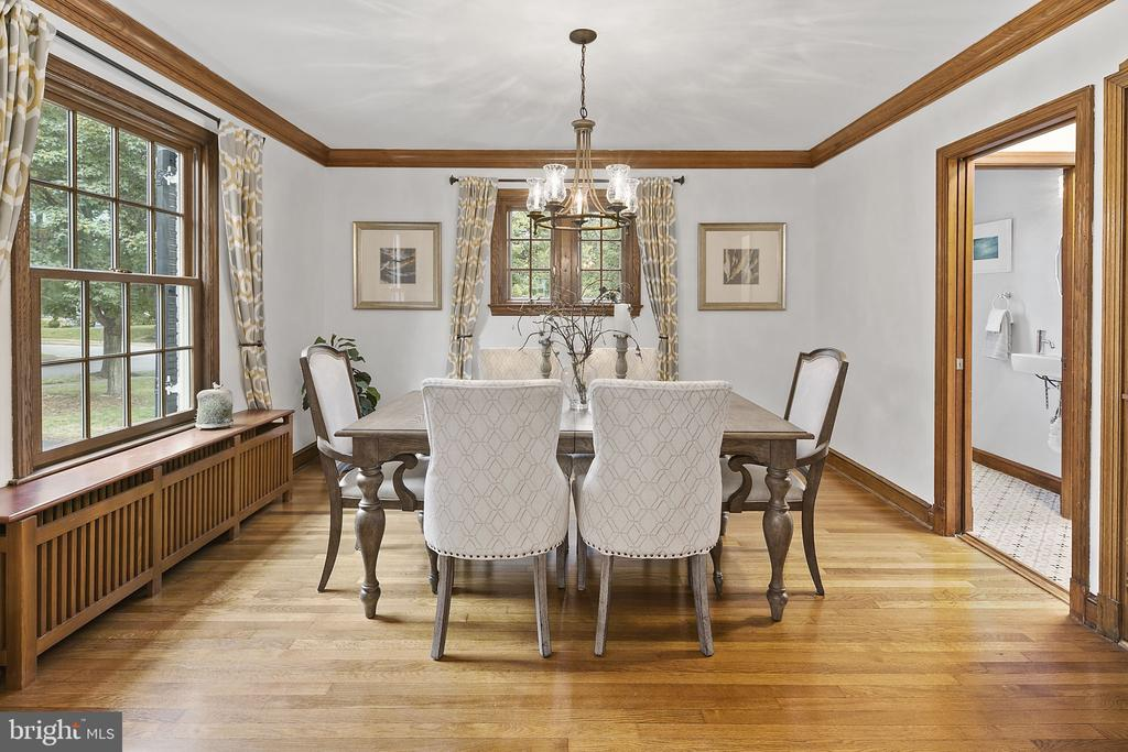 Dining Room with built-in hutch - 1805 N HARVARD ST, ARLINGTON