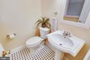 Half Bath in Foyer, central to kitchen & living - 8327 STONEWALL DR, VIENNA