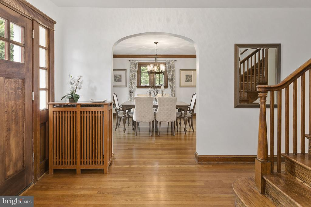 Arched entryway to Dining Room - 1805 N HARVARD ST, ARLINGTON