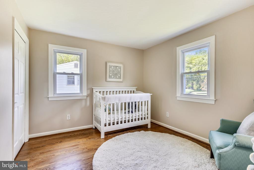 Great sized rooms with hardwoods throughout! - 8327 STONEWALL DR, VIENNA