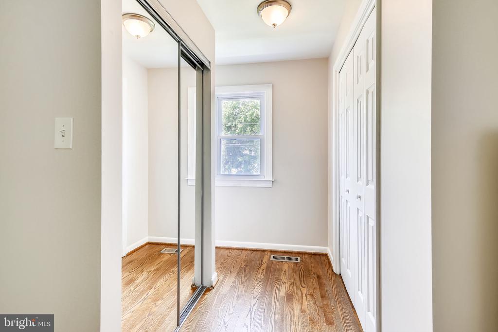 Extra closet space! - 8327 STONEWALL DR, VIENNA