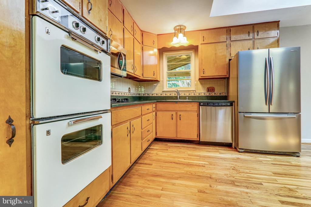 Kitchen with space for an Island - 6811 WINTER LN, ANNANDALE