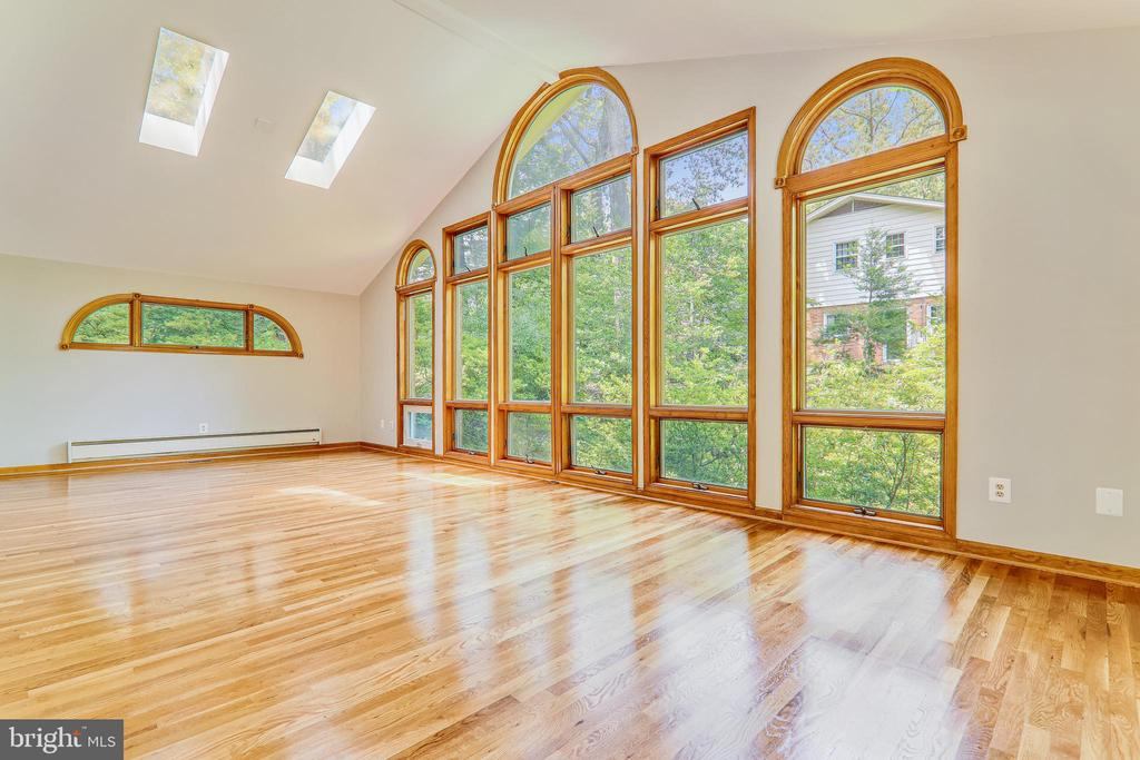 Wall of Windows in Family Room - 6811 WINTER LN, ANNANDALE