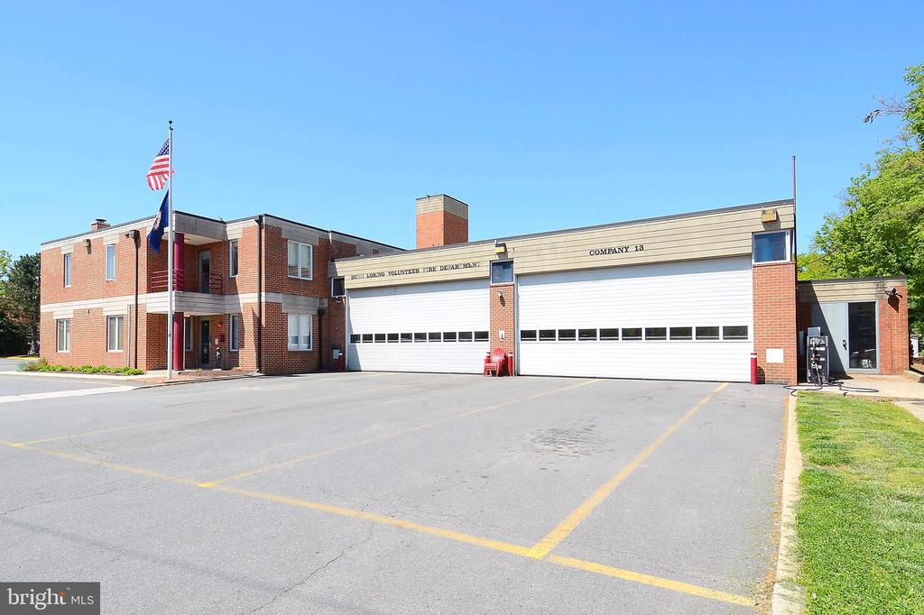 Dunn Loring Fire Station 4 min away - 8327 STONEWALL DR, VIENNA