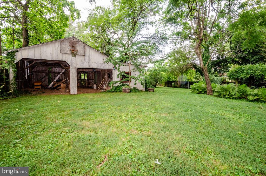Wonderful Barn for projects - 16 UNION ST NW, LEESBURG