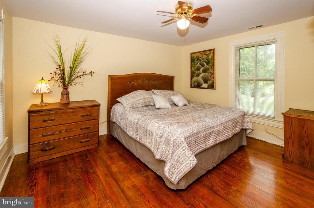 Wood Floors in Master Bedroom - 16 UNION ST NW, LEESBURG