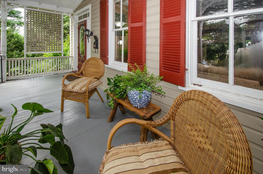 You will love life on the front porch! - 16 UNION ST NW, LEESBURG