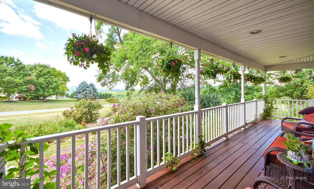 Amazing front porch overlooking Sugarloaf MT - 9801 BIG WOODS CT, IJAMSVILLE