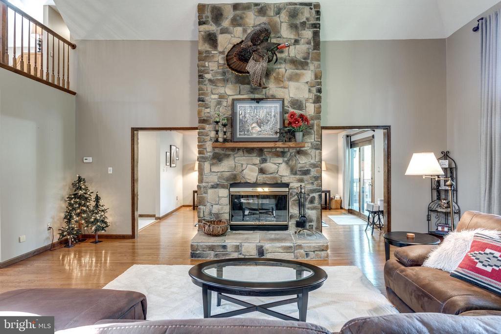 Full Wall Stone Fireplace - 1676 LOUDOUN DR, HAYMARKET