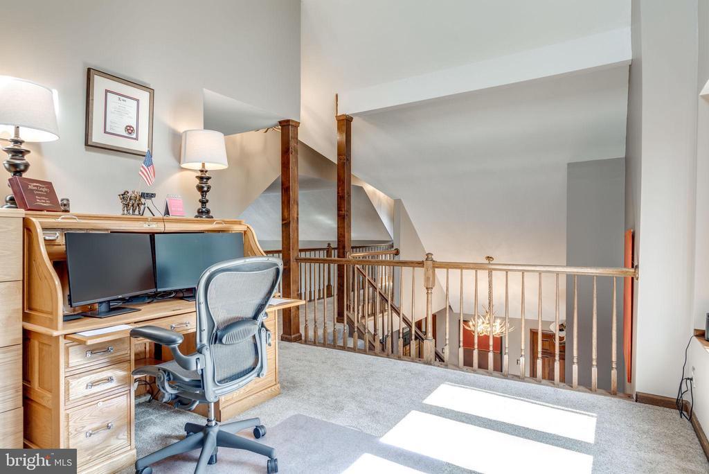 Loft area overlooks Great Room - 1676 LOUDOUN DR, HAYMARKET