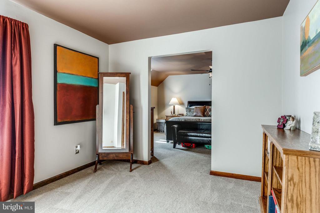 Sitting Room off of Master Bedroom - 1676 LOUDOUN DR, HAYMARKET
