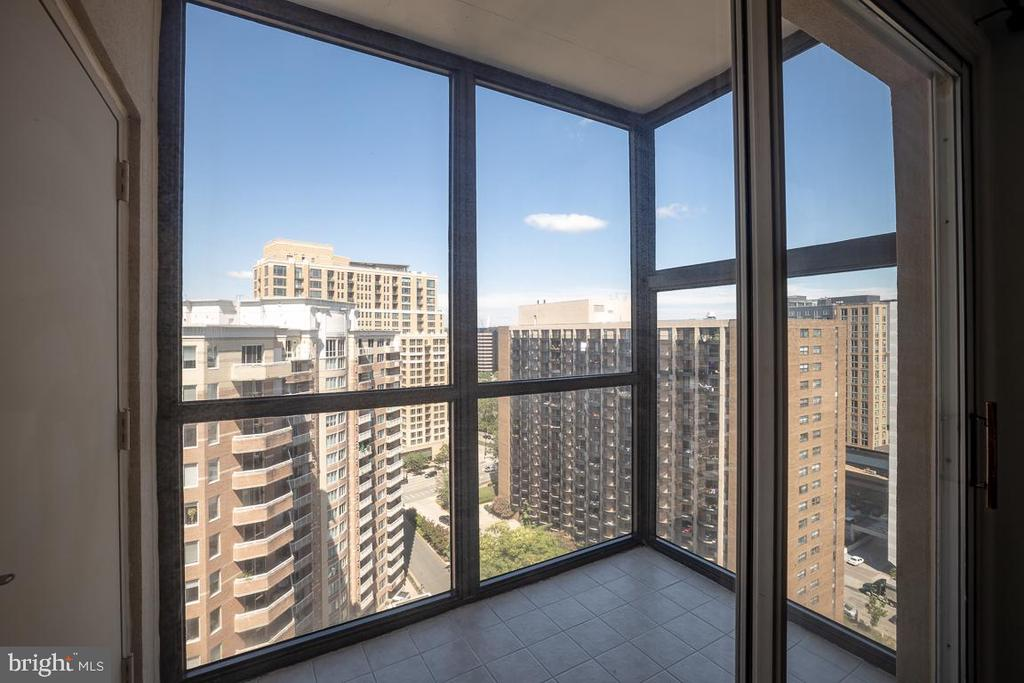 Sunroom - 1211 S EADS ST #1705, ARLINGTON