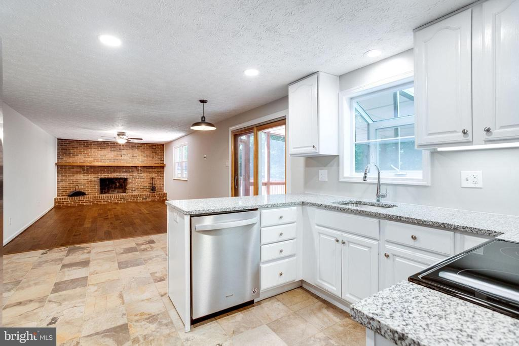 Open Kitchen to Family Room - 8848 CREEKSIDE WAY, SPRINGFIELD