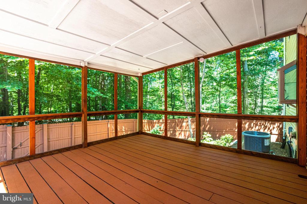 Screened-In Porch Just Power Washed and Re-Stained - 8848 CREEKSIDE WAY, SPRINGFIELD