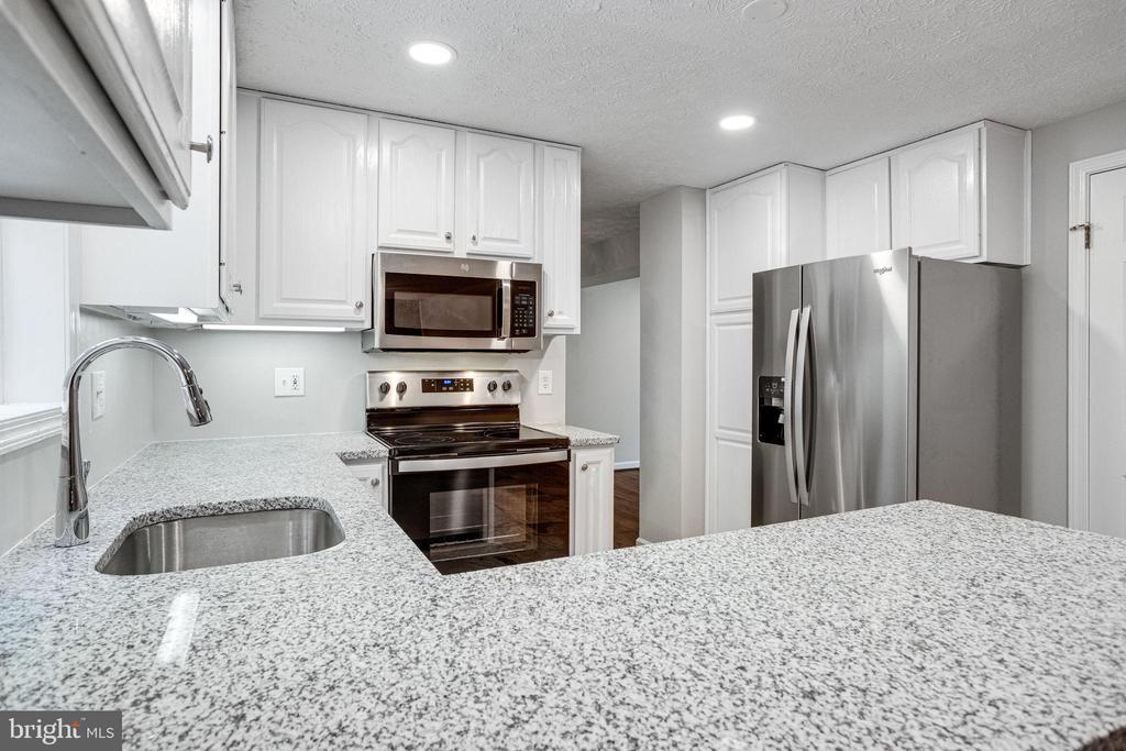 Brand New Granite Countertops - 8848 CREEKSIDE WAY, SPRINGFIELD