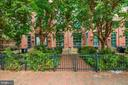 Manicured & lush gardens greet you upon arrival - 520 1/2 13TH ST SE #A, WASHINGTON