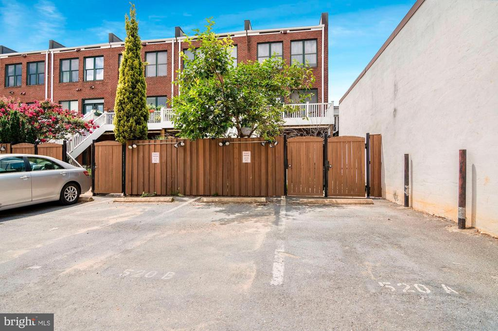 PARKING included! - 520 1/2 13TH ST SE #A, WASHINGTON