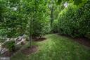 Great treed buffer between neighbors - 7142 DEGROFF CT, ANNANDALE
