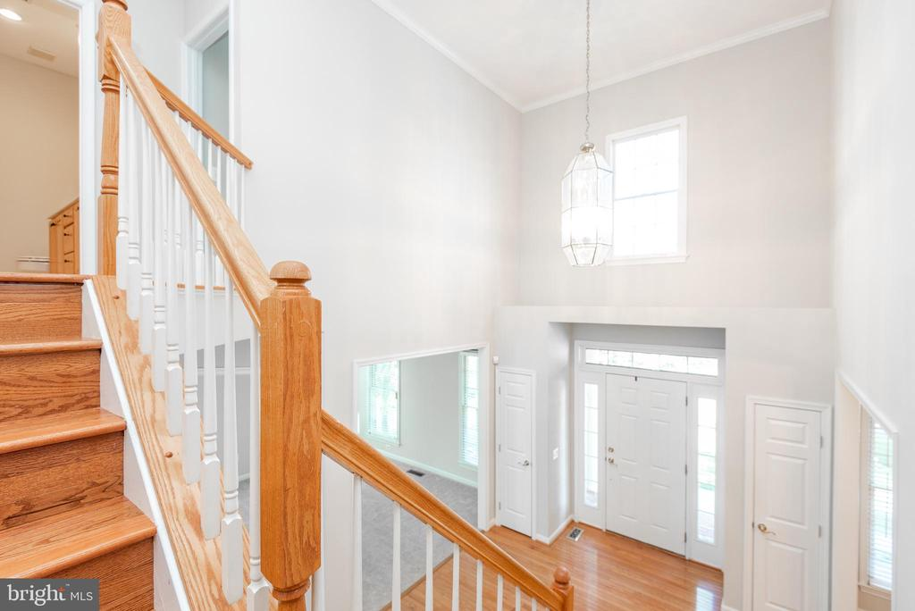 View of the lovely foyer from the common landing - 6033 SUMNER RD, ALEXANDRIA