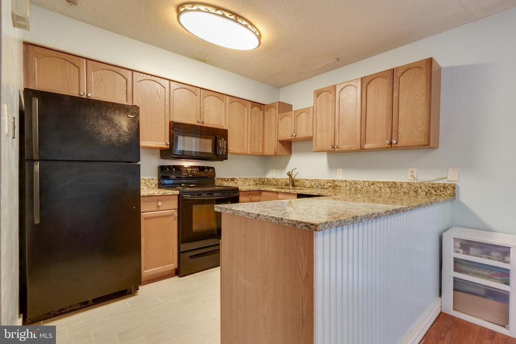 Updated kitchen - 1326 NORTHGATE SQ, RESTON