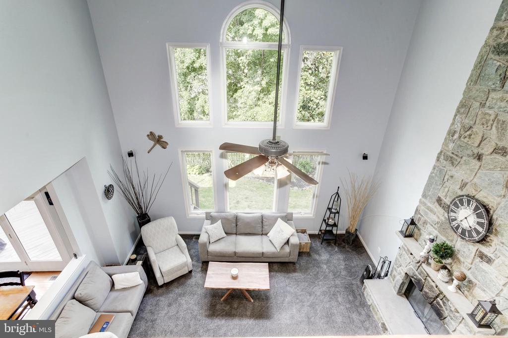 Two-Story Ceiling in Family Room - 26048 IVERSON DR, CHANTILLY