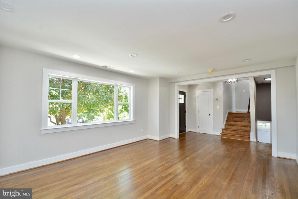 Large picture window - 7416 LEIGHTON DR, FALLS CHURCH